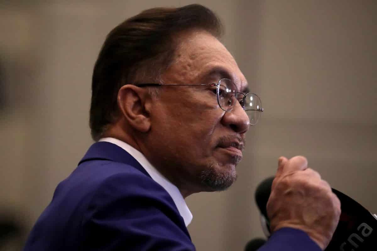Panas! Pembangkang akan cabar isu penggantungan parlimen di mahkamah, kata Anwar