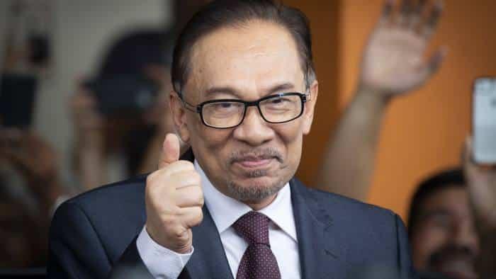 """Langkah MP Umno tarik balik sokongan terhadap PN adalah """"keputusan bijak"""", kata Anwar"""