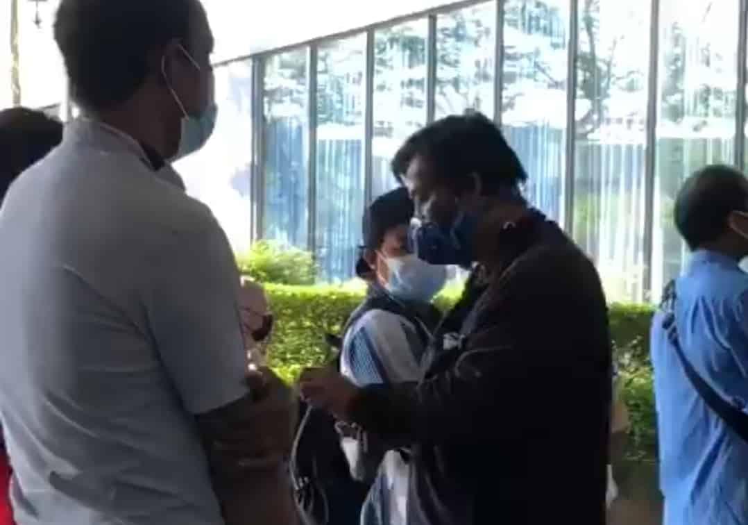 Gempar!!! [VIDEO] Penerima suntikan vaksin dipaksa beli 'face shield', CITF anggap isu selesai