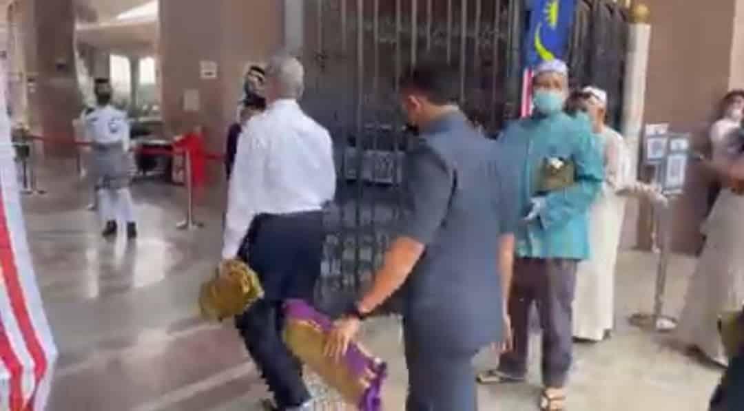 Panas!!! Selepas dihentam netizen, Imam Masjid Putrajaya bertindak padam hantaran sindir jemaah masjid