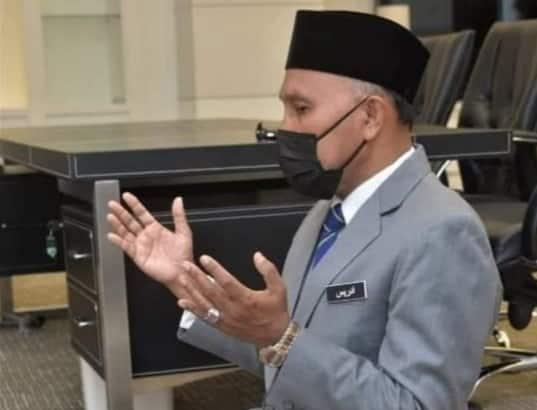 Pacak 'tripod' rakam tengah sembahyang, Zul Ariffin sindir Idris penunggang agama?